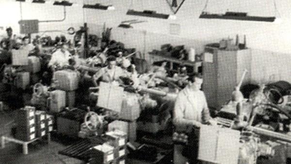 Iniciada a produção de rolamentos para caixas de câmbio do Fusca e da Kombi – dois sucessos de vendas da Volkswagen.