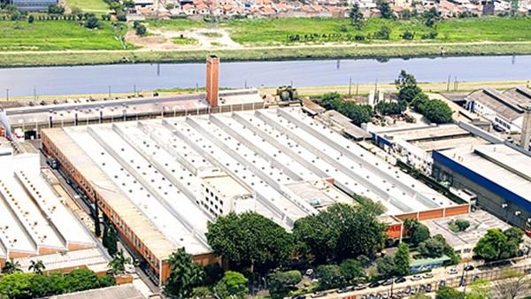 Aquisição da FAG Kugelfischer AG & Co. KG, Schweinfurt. INA e FAG tornam-se o segundo maior fabricante mundial de rolamentos rolantes. No Brasil, a unidade FAG está instalada na cidade de São Paulo.