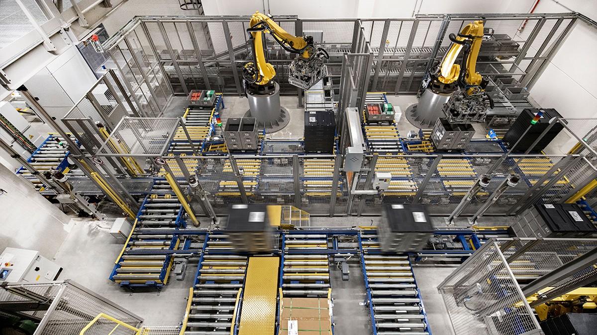Los robots más pequeños se utilizan cada vez más para la automatización de las monótonas tareas de manipulación y montaje.