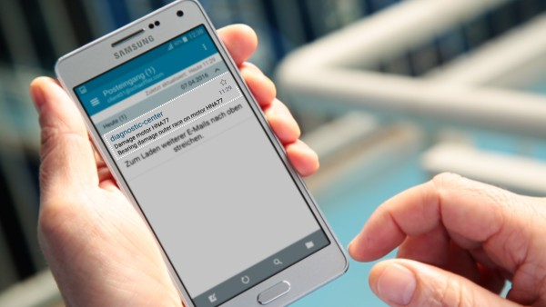 """With the """"ConditionAnalyzer"""" digital service, machine operators receive notifications by e-mail, which they can easily view on their mobile end devices."""