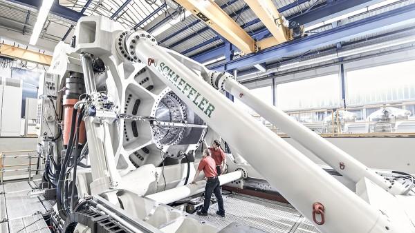 ASTRAIOS es uno de los más modernos y potentes bancos de pruebas para grandes rodamientos del mundo.